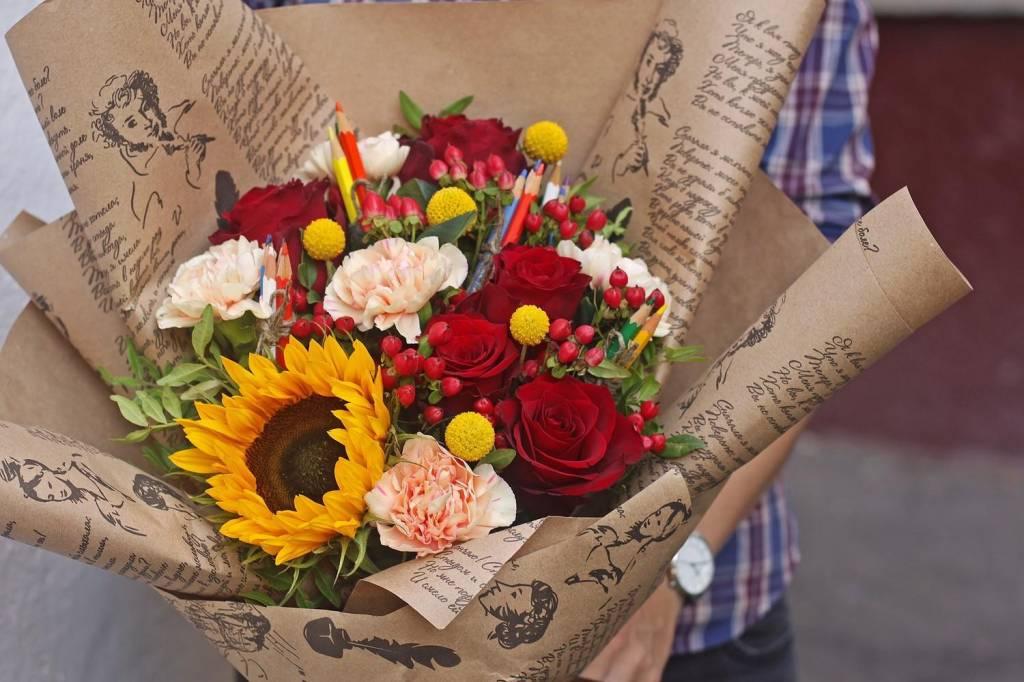 Какие цветы дарить на день учителя: советы по выбору